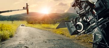 Detrás de las escenas que hacen de película y del anuncio de televisión Equipo de filmaci?n B-rollo, y equipo del equipo imagen de archivo libre de regalías