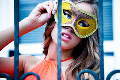 Detrás de máscara Foto de archivo