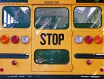 Detrás del autobús escolar Foto de archivo