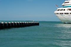 Detrás del barco de cruceros foto de archivo libre de regalías