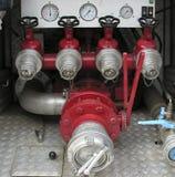 Detrás del coche de bomberos imagenes de archivo