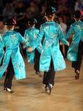 Detrás del paso de progresión de danza de las muchachas en la olimpíada de la danza del mundo Foto de archivo libre de regalías