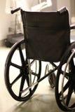 Detrás del sillón de ruedas en un hospital Foto de archivo