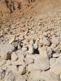 detriti di pietra al parco nazionale di Masada in Israele immagini stock
