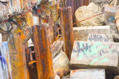 Detriti e macerie rustici del ponte crollato Fotografia Stock Libera da Diritti