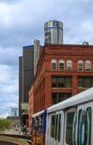 Detroit horisont som ser in mot konferensmitt och Kanada Arkivfoton