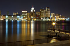 detroit i stadens centrum natt Arkivbild