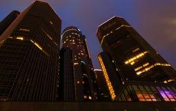 Detroit i stadens centrum strandskyskrapa på natten Arkivfoto