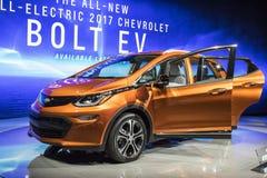 DETROIT - JANUARI 17: Den Chevrolet bulten 2017 EV på norden f.m. Arkivbilder