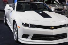 DETROIT - JANUARI 26: Den Chevrolet Camaro cabrioleten 2014 på T Arkivfoto