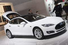 DETROIT - JANUARI 26: Nieuwe van 2015 Models full-sized ele van Tesla royalty-vrije stock afbeeldingen