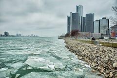 Detroit miasta otoczenia w zimie i śródmieście obraz royalty free