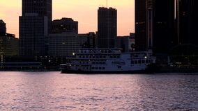 Detroit przy półmrokiem z Detroit Princess omijaniem zdjęcie wideo