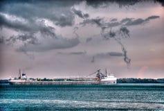 Detroit River sändnings i Hdr Royaltyfria Bilder