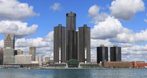 Detroit-Skyline über dem Detroit River 4K stock video