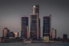Detroit stadshorisont på skymning Arkivfoto