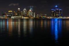 Detroit-Stadt-Skyline und Ufergegend stockfoto
