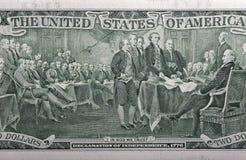 Detrás de un primer de dos billetes de dólar Foto de archivo
