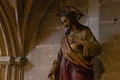 dettagli ad un'area scura dell'altare in chiesa cattolica Fotografia Stock