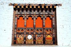 Dettagli architettonici unici del Bhutanese delle porte di legno Fotografia Stock