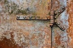 Dettagli arrugginiti della porta del metallo Fotografie Stock Libere da Diritti