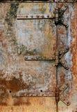 Dettagli arrugginiti della porta del metallo Fotografia Stock Libera da Diritti