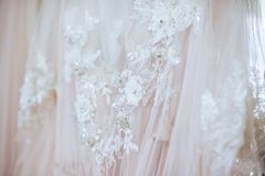 Dettagli del tessuto del vestito dalla sposa immagini stock libere da diritti