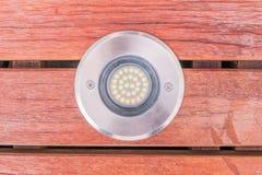Dettagli della costruzione: uplight alto chiuso di vista LED installato su w Fotografie Stock