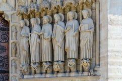 Dettagli della facciata della cattedrale di Notre Dame de Paris, Francia immagini stock libere da diritti