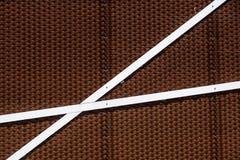 Dettagli della facciata di alluminio con i pannelli variopinti di Brown Fotografie Stock Libere da Diritti