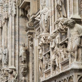 Dettagli della facciata di marmo decorata a Milan Cathedral Immagine Stock