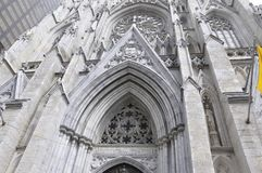 Dettagli della facciata della st Patrick Cathedral dal Midtown Manhattan in New York negli Stati Uniti Immagini Stock