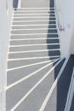 Dettagli di architettura con una vista del mare in Santorini, Grecia immagini stock