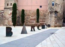 Dettagli di Barcino di Roman Gate e della nova antichi di Placa Fotografia Stock Libera da Diritti