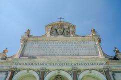 Dettagli di marmo della fontana di Aqua Paola a Roma, Italia fotografia stock libera da diritti