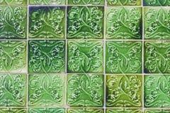 Dettagli di vecchie mattonelle ceramiche portoghesi tipiche della parete & di x28; Azulejos& x29; Fotografia Stock