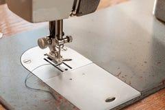Dettagli di vecchio primo piano della macchina per cucire Immagine Stock