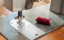 Dettagli di vecchio primo piano della macchina per cucire Immagine Stock Libera da Diritti