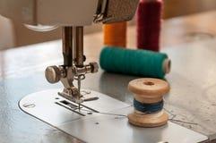 Dettagli di vecchio primo piano della macchina per cucire Immagini Stock Libere da Diritti