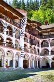 Dettagli esteriori del monastero famoso di Rila, Bulgaria fotografia stock