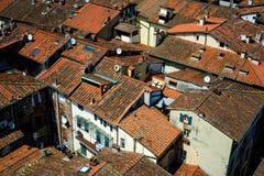 Dettagli la vista ai tetti della città di Lucca, Toscana, Italia Immagine Stock