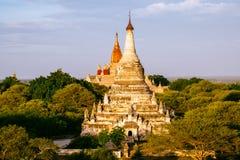 Dettagli la vista del paesaggio delle pagode e delle tempie in Bagan immagine stock