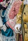 Dettagli la vista di un costume di epoca al carnevale veneziano 4 Immagini Stock Libere da Diritti