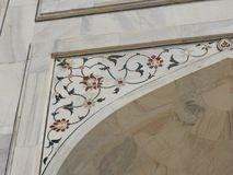 Dettagli Taj Mahal, sito storico famoso dell'Unesco, monumento di amore, la più grande tomba di marmo bianca del primo piano in I immagini stock