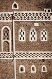 Dettagli tradizionali di architettura nelle vecchie costruzioni della citt? di sanaa nel Yemen immagini stock