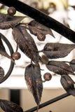 Dettaglia gli ornamenti del recinto del ferro battuto Fotografia Stock