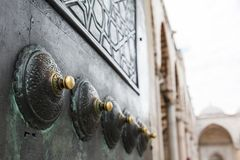 Dettaglia la porta della moschea blu Fotografia Stock