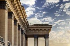Dettaglio architettonico del teatro di opera di Novosibirsk delle colonne Fotografia Stock