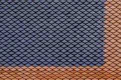 Dettaglio architettonico delle mattonelle di tetto di Wat Phra Kaew, tempio della t fotografie stock libere da diritti