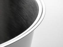 Dettaglio astratto nella fine su di una pentola parzialmente 3 di acciaio inossidabile immagini stock libere da diritti